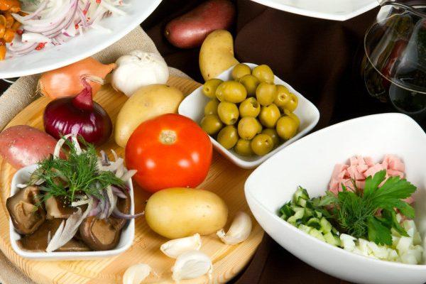 Sådan kommer du i gang med at spise sundt og styrketræne
