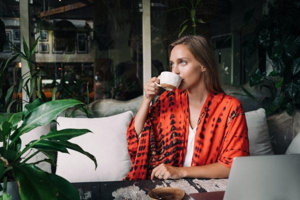 Hvorfor foretrækker yogafolk te over kaffe?